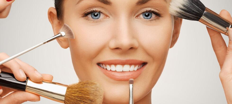 Teint Kosmetik - Sobald kleine Makel versteckt werden sollen, kommen Cover-Cream, Coverstick, Teint-Korrekturstift oder Concealer zum Einsatz. - © Shutterstock