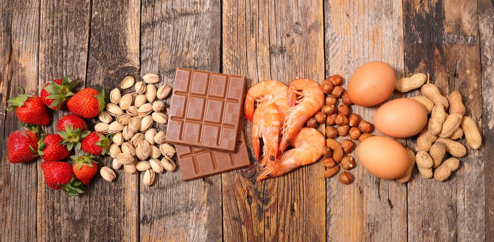 Nahrungsmittel Allergie Mix - Wenn man es genau nimmt, kann man gegen jedes Lebensmittel eine Allergie entwickeln. Besonders oft verursachen aber zum Beispiel Nüsse, Eier oder Soja Probleme. - © Shutterstock