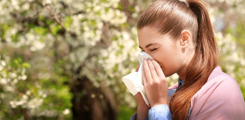 Allergie Heuschnupfen Frühling - Als Auslöser für eine Allergie gelten neben Vererbung auch Umweltverschmutzung, Ernährungsgewohnheiten, Stress und übertriebene Hygienemaßnahmen. - © Shutterstock