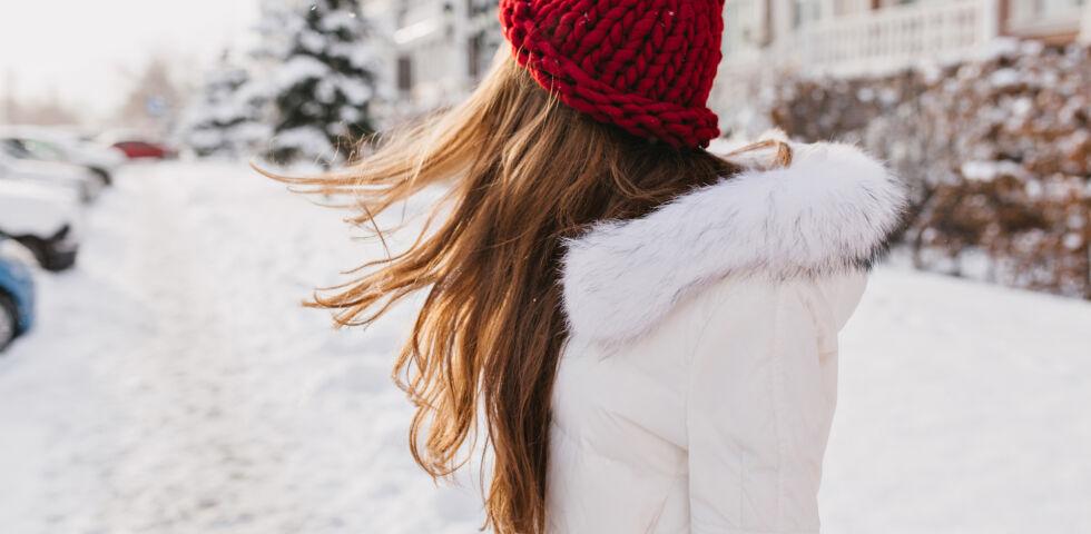 Haare im Winter_shutterstock_758195518 - Im Winter leiden viele unter trockenen Haaren.