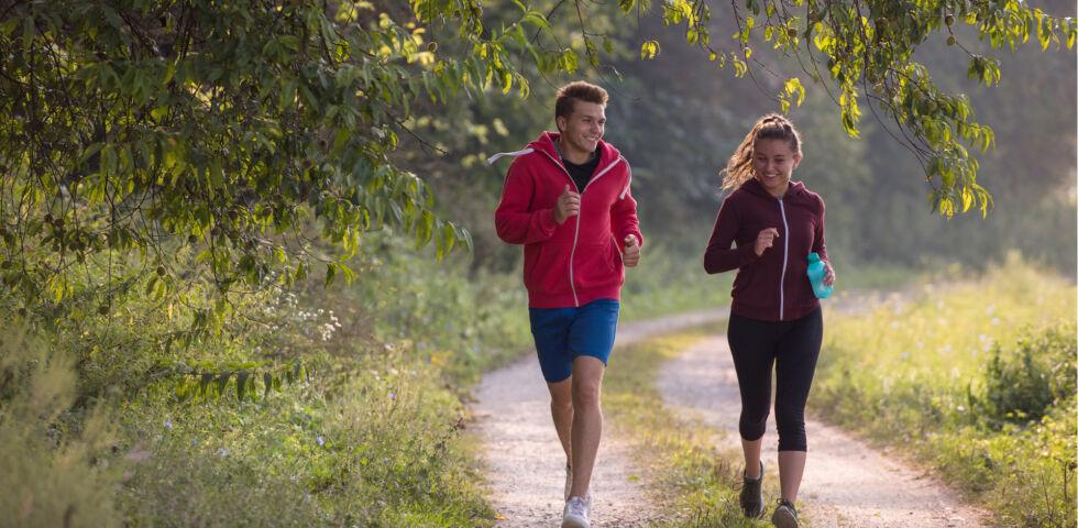 Laufen - Laufen ist nicht nur gesund, sondern es bringt Sie auch der Natur näher. - © Shutterstock