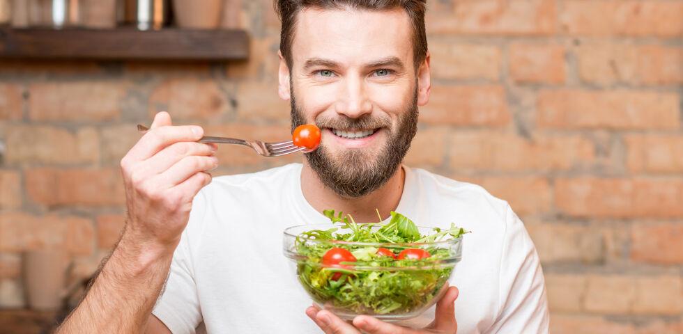 Ernährung Salat Vegetarisch Vegan - Veganer laufen Gefahr, dass ihnen wichtige Nährstoffe und Spurenelemente fehlen. - © Shutterstock