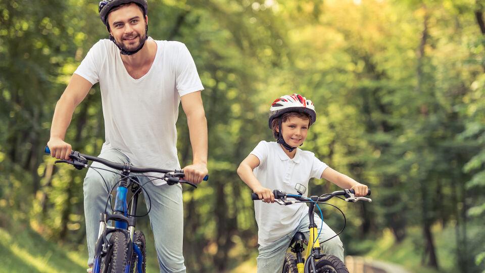 Fahrrad Vater und Sohn Kind Sport online - © Shutterstock