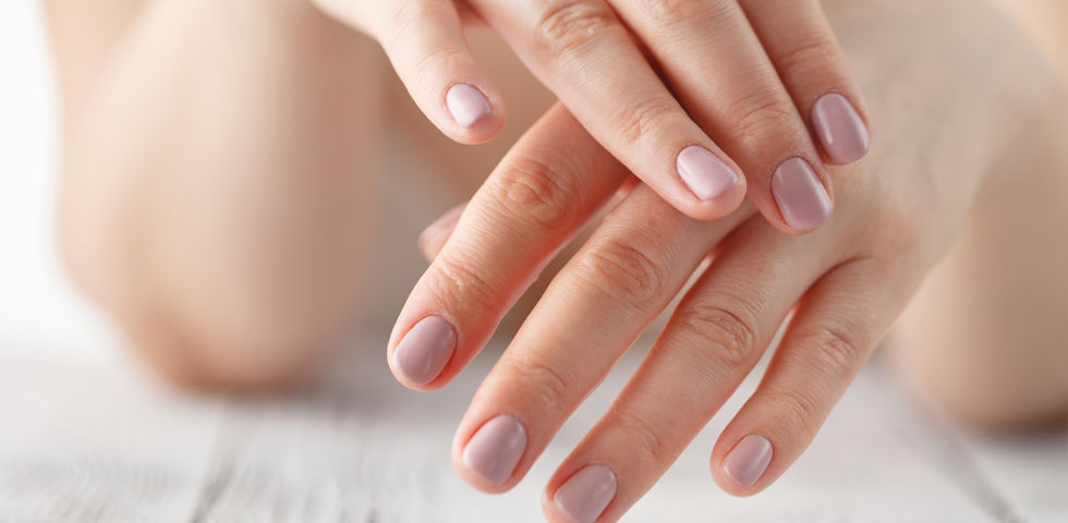 Hände Nägel - Vergessen Sie nach dem Händewaschen nicht aufs Eincremen. - © Shutterstock