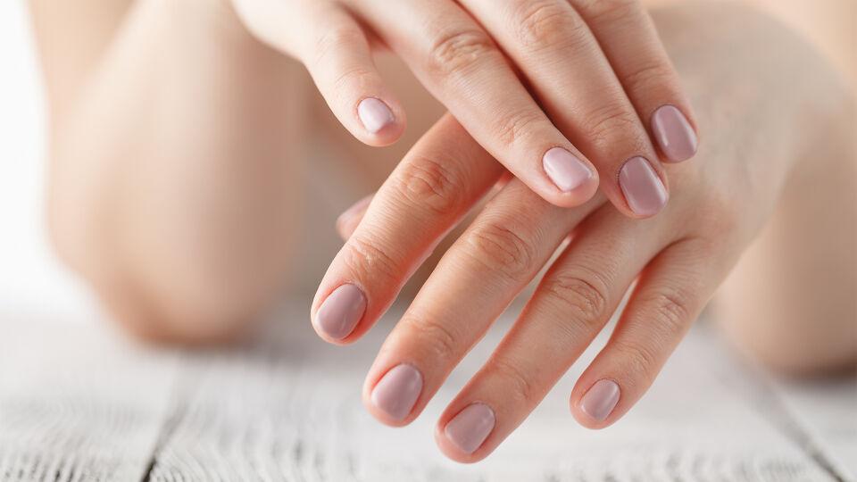 Hände Nägel - © Shutterstock