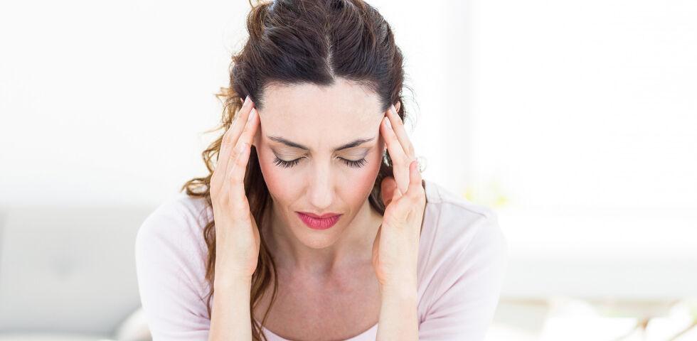 Kopfschmerzen - Ein Eisenmangel bleibt oft lange Zeit unentdeckt. - © Shutterstock