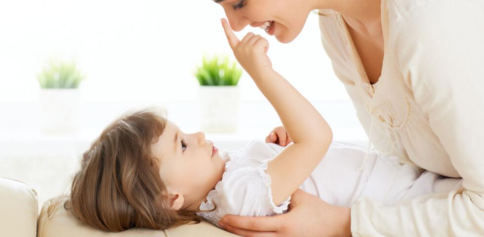 Mutter Kind - Leider ist Rheuma keine Frage des Alters. Schon sehr junge Kinder können darunter leiden. - © Shutterstock