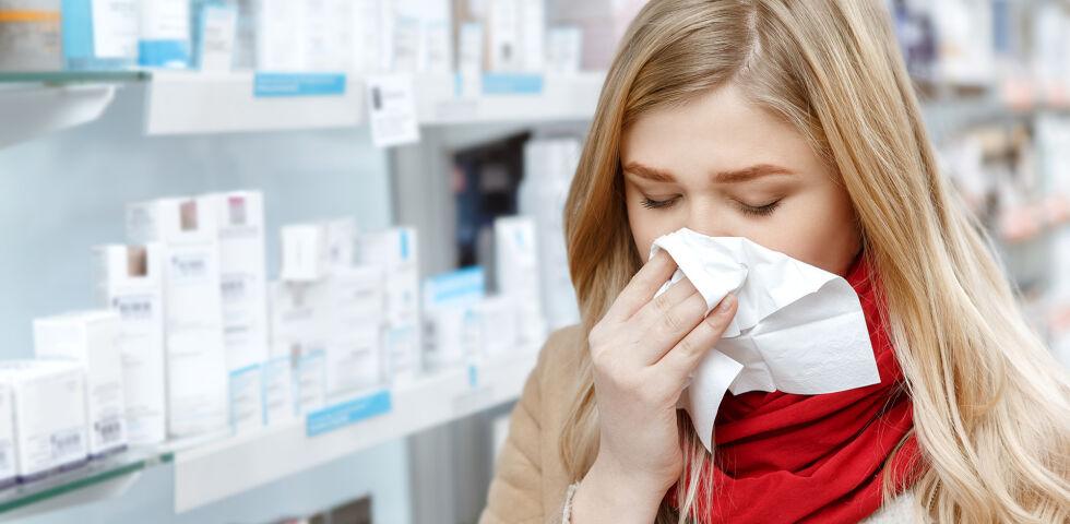 Schnupfen Frau Erkältung - Erkältungen zählen zu den häufigsten Erkrankungen in den industrialisierten Ländern. - © Shutterstock