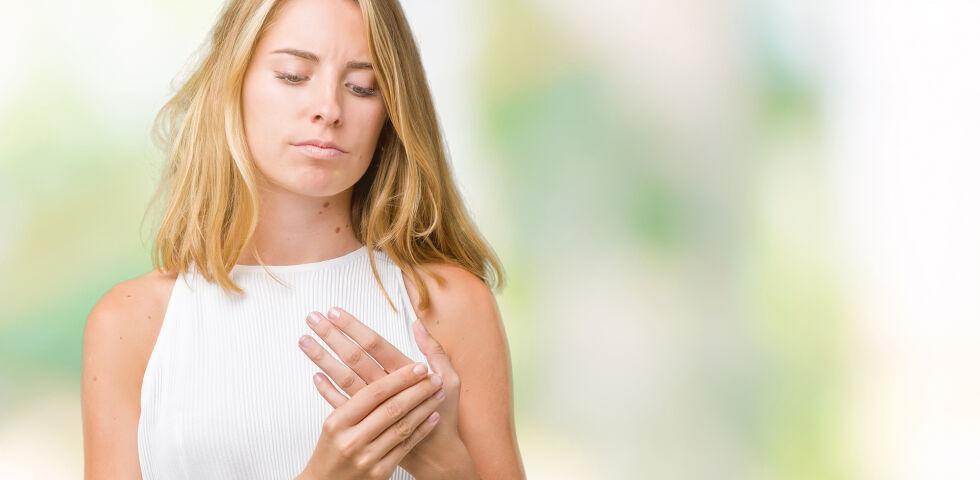 Frau Hände Finger - © Shutterstock