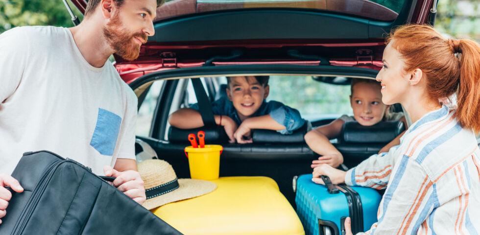 Urlaub mit dem Auto_Reise_Familie_shutterstock_737581396 - Mit dem Auto in den Urlaub? Ja!