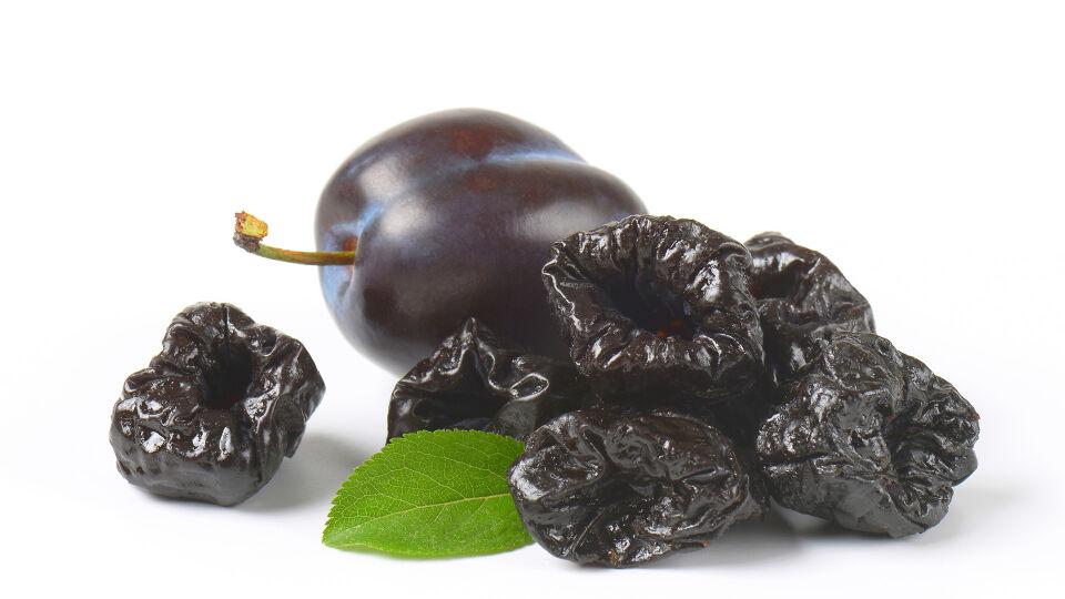 Dörrpflaume Zwetschge Verstopfung Obst - Ein Saft aus getrockneten Zwetschgen kann die Verdauung regulieren. - © Shutterstock