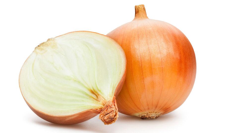 Zwiebel - Die Wirkstoffe der Zwiebel sorgen für unauffällige Narben nach Verletzungen oder Operationen. Es gibt sie in Form von Gelen oder Salben in der Apotheke. - © Shutterstock