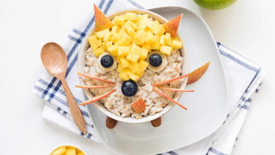 Gesunde Ernährung_Porridge_shutterstock_1186995556 - Ernährung spielt bei Gastritis eine große Rolle. Porridge ist nicht nur gesund, sondern auch vielfältig.