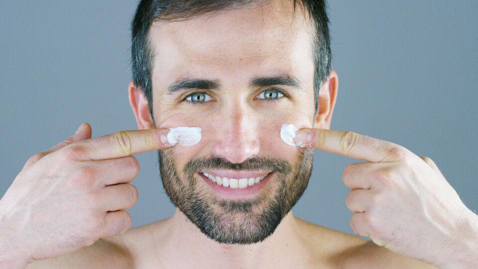 Mann Hautpflege Sonnenschutz Lotion - © Shutterstock