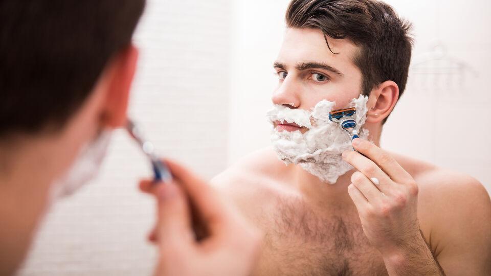 Mann Pflege Rasur - © Shutterstock