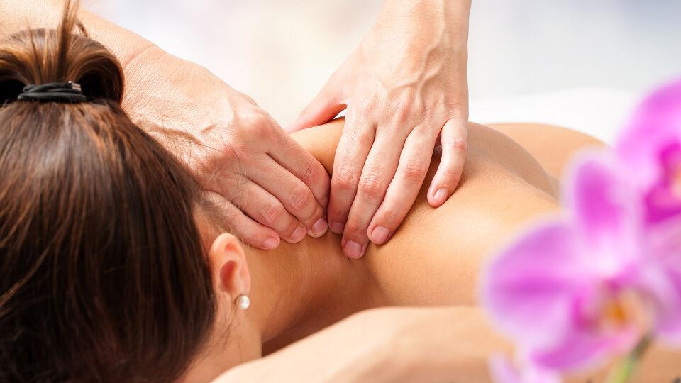 Schultermassage Entspannung - © Shutterstock