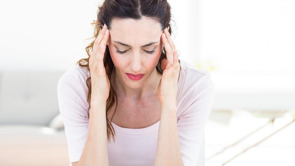 Kopfschmerzen - Migräne ist eine der häufigsten Kopfschmerz-Arten. - © Shutterstock