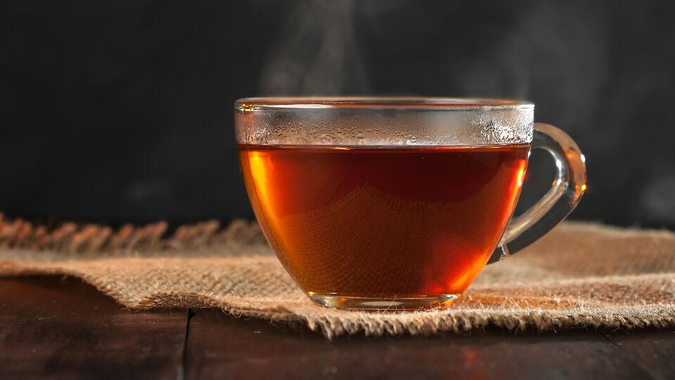 Tee - Kräutertees mitFenchel, Kamille, Anis, Kümmel, Kurkuma oder Pfefferminz versprechen Linderung. - © Shutterstock