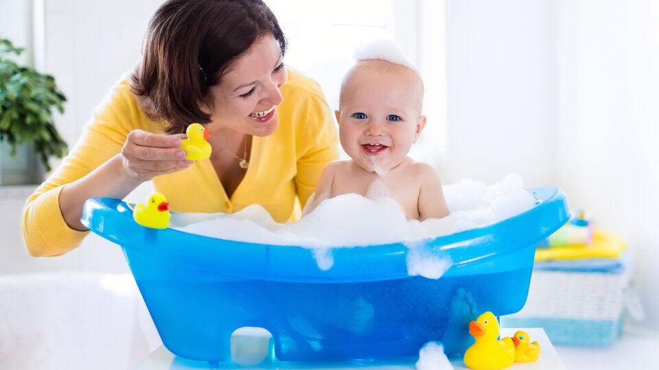 Baby Badewanne Kind - © Shutterstock