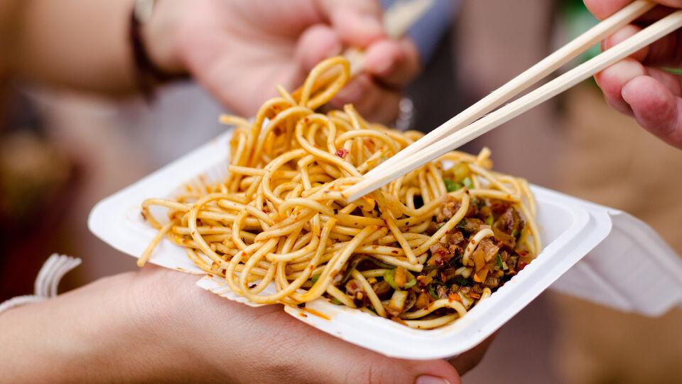 Asiatische Nudeln Ernährung Reise - © Shutterstock