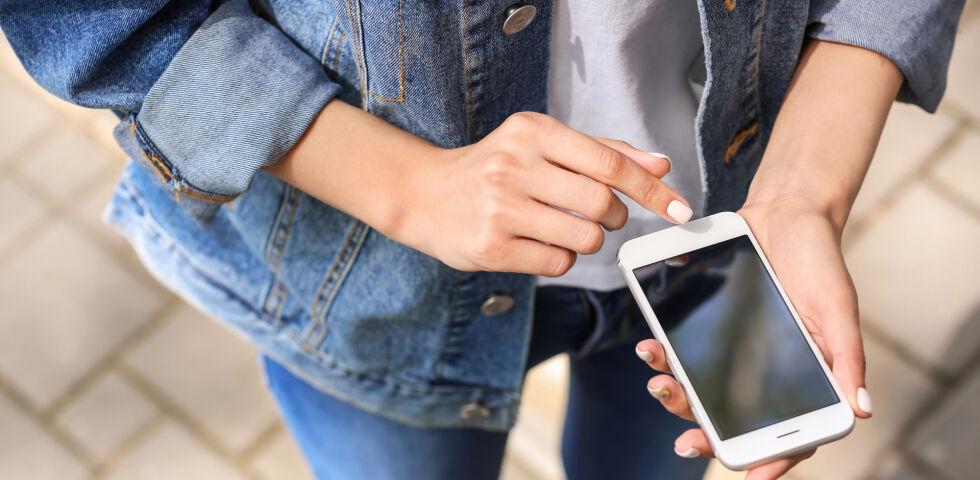 Smartphone Handy - © Shutterstock