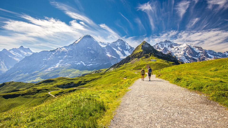 Alpen Wandern Bewegung Sport - © Shutterstock
