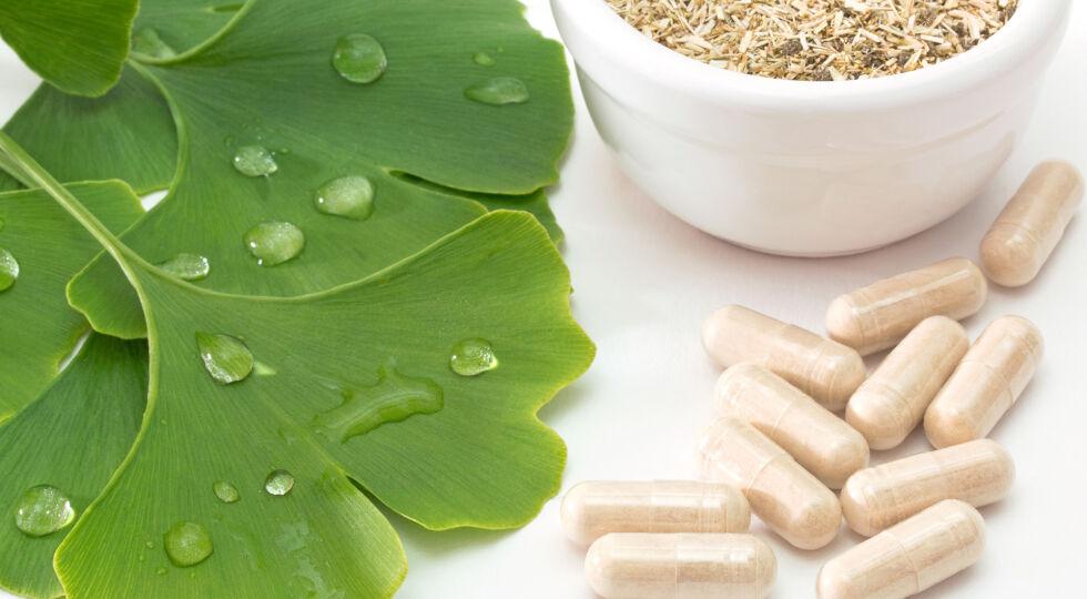 Gingko biloba_Heilpflanzen - Ginkgo biloba nimmt man am besten in Form von Kapseln, Tabletten oder Tropfen zu sich. - © Shutterstock