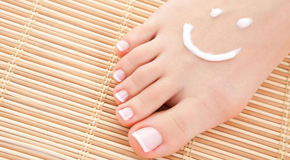 Füße - Unsere Füße tragen uns durchs Leben. Aufgrund der hohen Beanspruchung sollten sie regelmäßig gepflegt werden. - © Shutterstock