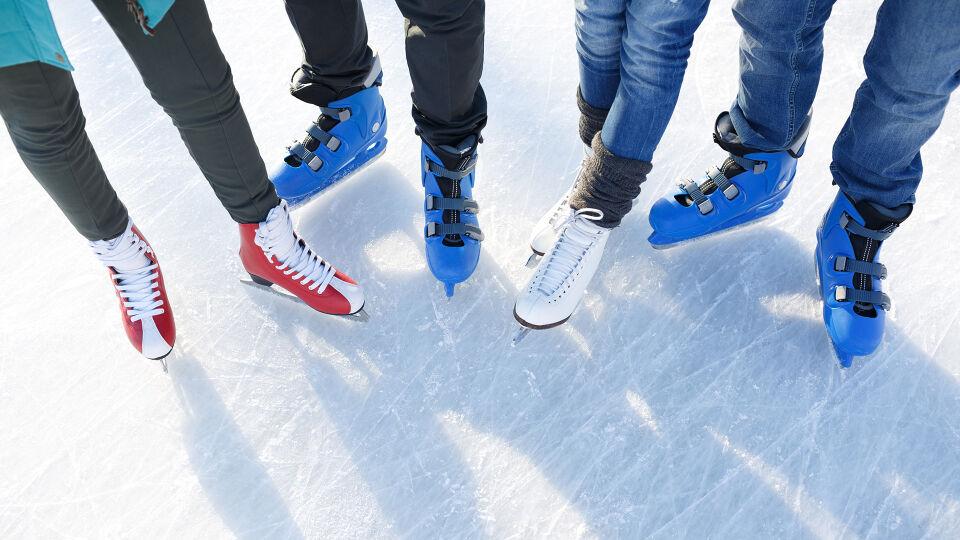 """Eislaufen Eislaufschuhe - Geliehene Sportschuhe gelten als """"Brutstätte"""" für Fußpilz. - © Shutterstock"""
