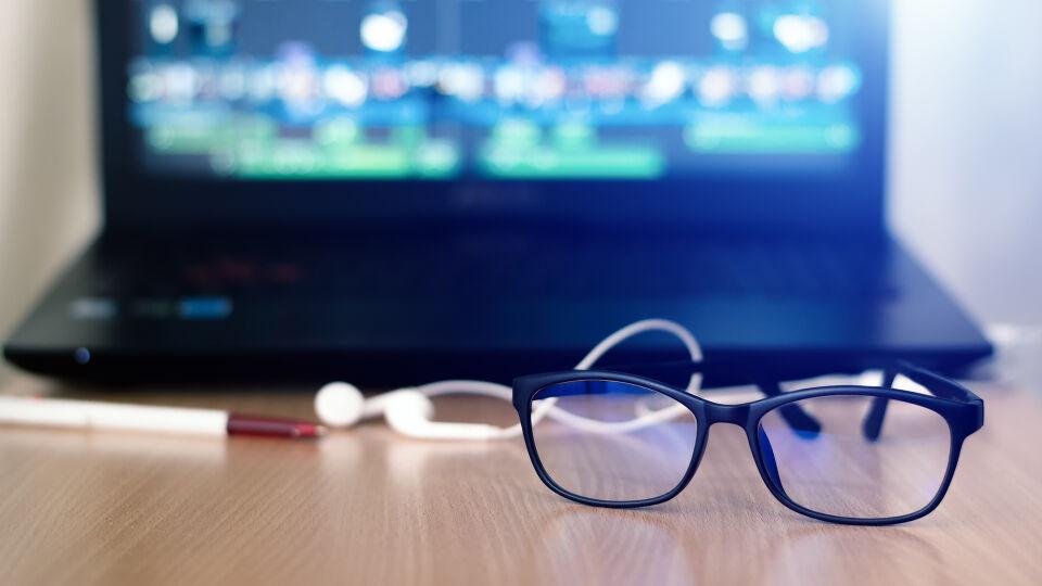 Blaues Licht Brille - © Shutterstock